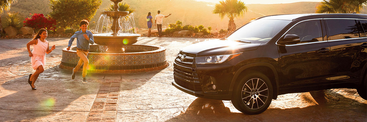 Nissan South Morrow >> Compare the 2018 Toyota Highlander | Toyota Sales near